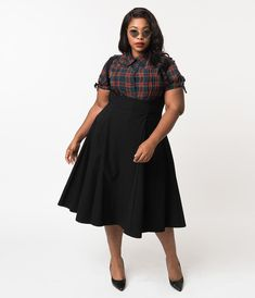 Unique Vintage Plus Size Black High Waisted Amma Suspender Swing Skirt Plus Size Grunge, Plus Size Goth, Look Plus Size, Plus Size Black Skirt, Plus Size Rockabilly, Plus Size Chic, Curvy Girl Outfits, Edgy Outfits, Alternative Outfits