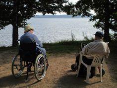 2. Kaunista maisemaa ihastellessa aika menee rattoisasti. Asukkaiden mukana hyvän elämän valmentajat Hanne ja Sari. 30.7.2014