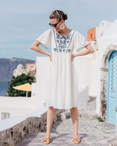 The most adorable white and navy embroidered dress. Dress from the Detroit-based W Vintage Vibe. Wearing this summer look with Steven Greece Sandals. Photographed in Santorini, Greece. Source by IsntThtCharming dresses night Greece Dress, Greece Outfit, Vintage Outfits, Vintage Dresses, 1950s Dresses, Vintage Clothing, Boho Fashion, Fashion Outfits, 1950s Fashion
