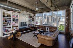 Современный стиль Лофт   Стиль имеет чисто американское происхождение. Первые идеи использовать производственные помещения под жилье появились в сороковых годах 20 века, тогда большинство предприятий стало переезжать на окраины города, а дешевые квадратные метры облюбовали многие деятели культуры.