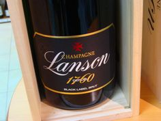 Oslávte sviatky vo veľkom štýle a ochutnajte Champagne - Šampanské Lanson Black Label Magnum 1,5 L alebo Jeroboam 3 L. Nájdete v predajni IN MEDIO alebo e-shope www.vinopredaj.sk #champagne #sampanske #šampanské #velkolepe #uzivaj #excelentene #vino #wine #wein #bubbles #vianoce #silvester #novinka #luxusne #inmedio #Predajna #obchod #eshop #taste #dnespijem #ochutnaj #ochutnajte #vyskusaj #vinomilci #winelovers