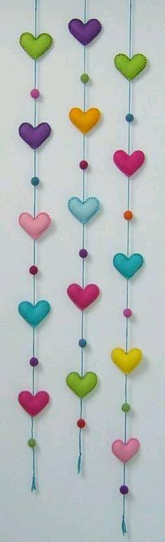 Heart garland M& Diy Projects To Try, Craft Projects, Sewing Projects, Hobbies And Crafts, Diy And Crafts, Fabric Crafts, Sewing Crafts, Heart Crafts, Felt Patterns