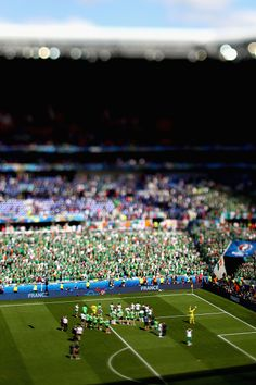 #EURO2016 Dejected Republic of Ireland players applaud their supporters after their team's 12 defeat in the UEFA EURO 2016 round of 16 match between France and...