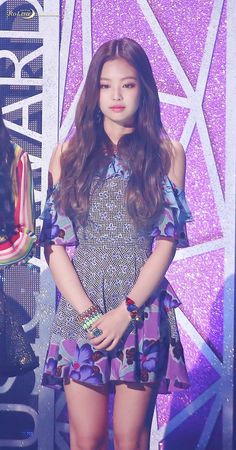 Jennie was just a normal girl while Lisa was the most popular girl in school. So what happens when Jennie's heart begins to beat a 100 m/hr just because of a sexy wink Lisa gave her? Blackpink Jennie, Stage Outfits, Kpop Outfits, Sexy Outfits, Kpop Girl Groups, Korean Girl Groups, Kpop Girls, Blackpink Fashion, Korean Fashion