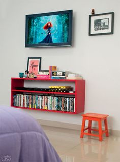 DIY Quarto ganha cor, conforto e rack criado pela moradora - Casa