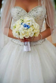 A small hint of something blue in your wedding bouquet #wedding #somethingblue