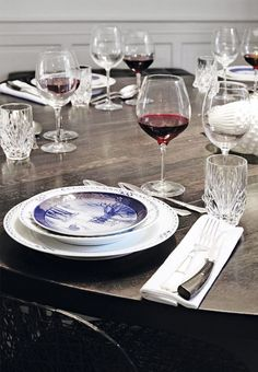 Set your Christmas table with fluted service by Royal Copenhagen and old Christmas plates like here.