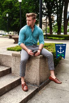 Preppy Summer Outfits, Spring Work Outfits, Preppy Mens Fashion, High Fashion, Casual Shirts, Casual Clothes, Barefoot Men, Dinner Outfits, Well Dressed