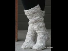 Step by step ivideo tutorial to knit these Cottage Slipper Socks. #iknits