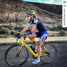 #teamdassi athlete Clare Cunningham dedicating some quality time on the bike at Sands Beach Active, Lanzarote #roadtorio #triathlon #carbonroadbike #dassibikes #trainingcamp