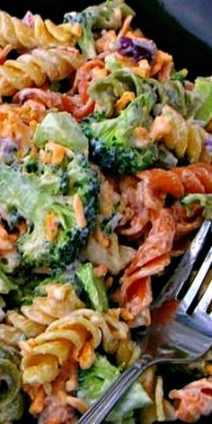 Copycat recipe - Broccoli Cheddar Pasta Salad - okay...are you ready for this? It's Walmart's own recipe and it's delicious!. ❊