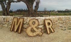 Letras , realizadas con maderas recicladas
