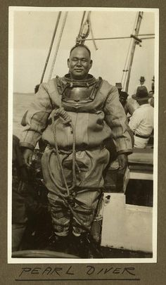 Pearl diver in his diving suit Thursday Island, 1932 | da State Library of Queensland, Australia