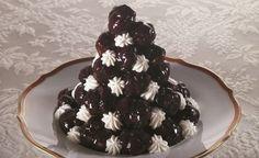 NOME: Profiteroles Al Cioccolato PIATTO: Dessert INGREDIENTE PRINCIPALE: Cioccolato PERSONE: 4 CALORIE PER PERSONA: 644 NOTE: - INGREDIENTI: ==== Per La Pasta: 100 G ==== Farina 10 Cl ==== Latte 60 G ==== Burro 2 ==== Uova ==== Per Il Ripieno: 20 Cl ==== Panna Montata ==== Per La Copertura: 100 G ==== Cioccolato Fondente 50 G ==== Zucchero 30 G ==== Burro PREPARAZIONEProfiteroles Al Cioccolato : Versate in una casseruolina il latte e