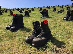 🇨🇦 Canadians died here at Vimy Ridge 100 years ago. Boots represent the fallen soldiers.