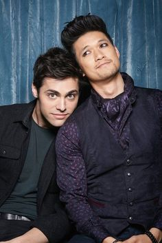 Magnus and Alec — raphaellewis: Exclusive Malec Photo Booth . Cassandra Clare, Shadowhunters Tv Series, Shadowhunters The Mortal Instruments, Alec Lightwood, Jace Wayland, Sansa Stark, Shadow Hunters Cast, Clary Et Jace, Clary Fray