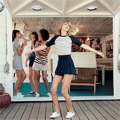 Estilo Taylor Swift, Taylor Swift Hot, Taylor Swift Style, Taylor Swift Videos, Taylor Swift Pictures, Outdoor Fashion Photography, Swim Cover Up Dress, Iconic Women, My Idol