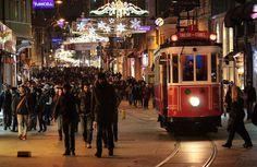 伊斯坦布爾新城區獨立大街Istiklal caddesi的夜晚依舊人潮如織。 ©Necla Özarslan