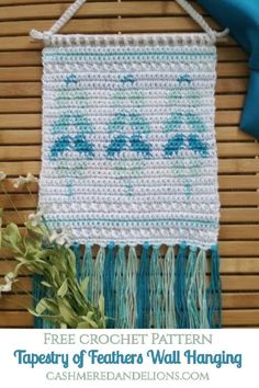 Free crochet pattern for a wall hanging using the tapestry crochet technique! Diy Crochet Wall Hanging, Crochet Wall Art, Crochet Wall Hangings, Tapestry Crochet Patterns, Vintage Crochet Patterns, Scarf Patterns, Crochet Decoration, Crochet Home Decor, Dorm Tapestry