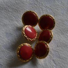 """Knöpfe  """" Goldrand und rote Mitte """" Vintage von MonikasPuppenmode auf DaWanda.com"""