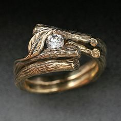 I love the woodsy/nature themed wedding ring sets!