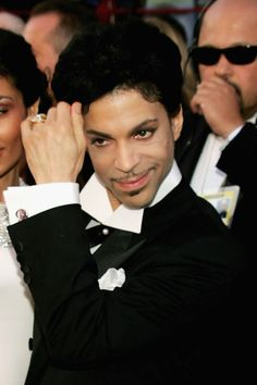 HOLLYWOOD - FEBRUARY 27:  Musician Prince arrives at the 77th Annual Academy Awards at the Kodak Theater on February 27, 2005 in Hollywood, California. (Photo by Carlo Allegri/Getty Images)                                      via @AOL_Lifestyle Read more: http://www.aol.com/article/2016/04/21/prince-reportedly-treated-for-drug-overdose-before-death-911-de/21348997/?a_dgi=aolshare_pinterest#slide=3867937|fullscreen