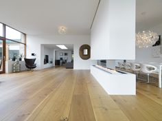 Extraordinary dimensions and solutions with Dinesen planks that reflect nature's grandeur and vitality.