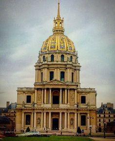 1676-1708 - Libéral Bruant a Jules Hardouin Mansart. Vzorem byla Bazilika svatého Petra v Římě. Jules Hardouin Mansart, Petra, St Louis, Notre Dame, Saints, Tower, Building, Rook, Lathe