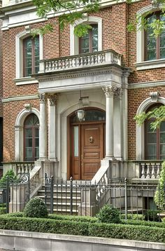 View BGD&C's portfolio of custom designed homes in Chicago's Lincoln Park and Gold Coast neighborhoods. Classic Architecture, Architecture Design, Greek Revival Architecture, Brownstone Homes, Greek Revival Home, Classic Building, Villa, Kerala Houses, Facade House