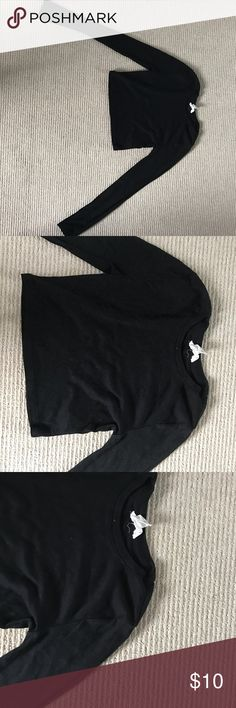 Black tight fit crop top Never worn black tight fit crop top perfect to pair with a denim jacket. Forever 21 Tops Crop Tops