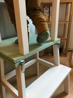 Lernturm und Kindertisch in einem - ein Ikea Hack Learning Tower Ikea, Ikea Table Hack, Maila, Baby Decor, Home Textile, Table Furniture, Diy For Kids, Home Accessories, Entryway Tables