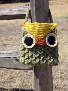 Ravelry: Woodland Owl Bag pattern by Laura Bozeman, Make it with Vanna& Choice! Crochet Crafts, Diy Crochet, Crochet Projects, Crochet Owls, Ravelry Crochet, Crochet Animals, Crochet Handbags, Crochet Purses, Purse Patterns