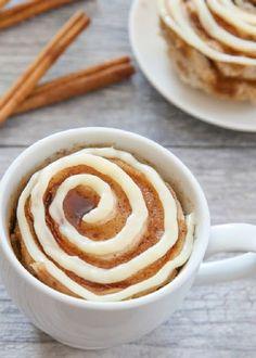 This single serving microwave cinnamon roll mug cake has cinnamon swirls mixed throughout a fluffy cinnamon flavored cake. Its cinnamon roll meets cake in an easy mug cake form. I'm pretty excited with how this mug Best Mug Cake Recipes, Mug Recipes, Cooking Recipes, Steak Recipes, Easy Recipes, Just Desserts, Delicious Desserts, Dessert Recipes, Yummy Food