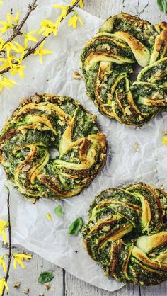 Easter Special: Wreath with Basil Pesto, Mozzarella and Walnuts Easter Recipes, Appetizer Recipes, Easter Food, Easter Dinner, Easter Treats, Recipes Dinner, Vegetarian Recipes, Cooking Recipes, Healthy Recipes