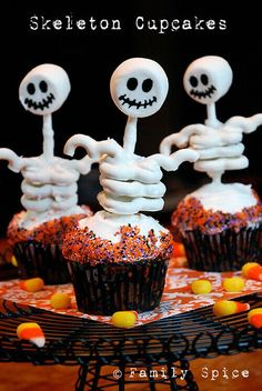 Easy Halloween Recipes For Your Block Party: Skeleton Cupcakes by FamilySpice.com