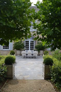 House Beautiful: Classy & Chic. more inspiration, designs and ideas for your home and garden on https://www.facebook.com/ArtHomeGarden and www.arthomegarden.com
