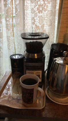Todo angel necesita un demonio que lo invite a un café. 😲😊👹👺 ¿Quién quiere tomar café conmigo? 😊😘👹