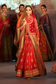 Hindi Events Royal Fables Dinner & Fashion Show 2014 Photo gallery Choli Blouse Design, Choli Designs, Lehenga Designs, Saree Blouse Designs, Salwar Designs, Blouse Patterns, Indian Party Wear, Indian Bridal Wear, Indian Wedding Outfits