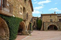 Pueblos con encanto Baix Empordà. Costa Brava. Monells. Lugares con encanto. www.caucharmant.com