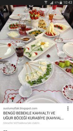 Food and drink brunch Baby Breakfast, Turkish Breakfast, Breakfast Plate, Appetizer Buffet, Appetizers, Brunch, Vegetarian Breakfast Recipes, Food Platters, Food Decoration