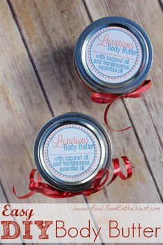 This DIY body butter is AH-MAZING. Super easy to make and all you need is coconut oil! Plus, FREE printable labels!