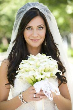 Os véus são acessórios tradicionais e únicos para as noivas, e também é preciso cuidado para escolher, veja quais as melhores opções para você: