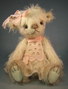 [SOLD] Camilla by Edie Barlishen / Teddy Bears Pals / Teddy Talk: Creating, Collecting, Connecting Sewing Stuffed Animals, Stuffed Animal Patterns, Charlie Bears, We Bear, Boyds Bears, Cute Teddy Bears, Bear Doll, Felt Animals, Pet Toys