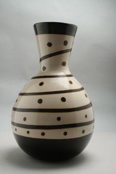 Resultados de la Búsqueda de imágenes de Google de http://raices.mediasandia.cl/fotos/decoracion/ceramicas/ceramicas-jarron-byn.jpg