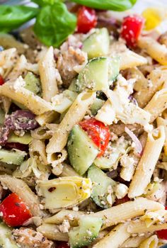 15 Minute Mediterranean Chicken Pasta Salad - The Busy Budgeter Feta Pasta, Healthy Pasta Salad, Chicken Pasta Recipes, Pasta Salad Recipes, Quick Healthy Breakfast, Healthy Snacks, Sin Gluten, Mozzarella, Quinoa