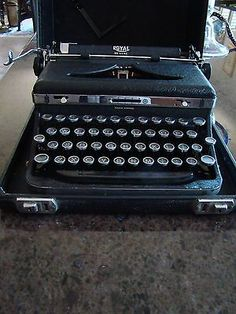 Mint Royal Portable Manual Touch Control Typewriter Model O Vintage 1930s Black