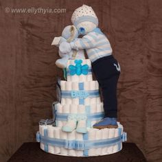 Baby Shower Ides For Girls Gifts Diaper Bouquet Nappy Cake Ideas Baby Shower Gift Basket, Baby Shower Gifts For Boys, Baby Boy Shower, Diy Diapers, Baby Shower Diapers, Comida Para Baby Shower, Diaper Bouquet, Baby Bouquet, Diy Diaper Cake