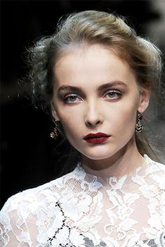 Dolce & Gabbana Spring/Summer Classic Cream lipstick in Dahlia, Devil and Ultra. Mode Inspiration, Makeup Inspiration, Beauty Book, Hair Beauty, Models Backstage, Fall Makeup, Lip Makeup, Makeup Art, Makeup Ideas
