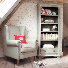 Reading Corner: 60 Decorating Ideas and How to Make - Home Fashion Trend Attic Bedrooms, Home Libraries, Cozy Nook, Attic Spaces, Deco Design, Take A Seat, Home And Deco, Interior Exterior, Home Crafts