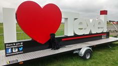 Foampro letters op een trailer Toy Chest, Storage Chest, Logos, Decor, Decoration, Logo, Decorating, Deco